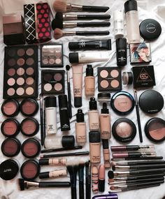 """""""How many of you all taking advantage of Macs Treat? 25 off on everything! Makeup Goals, Makeup Kit, Makeup Inspo, Beauty Makeup, Beauty Dupes, Makeup Products, Beauty Products, Drugstore Makeup, Makeup Eyeshadow"""