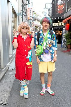 Omiho and Kanata are two 18-year-old students whose colorful styles caught our eye on the street in Harajuku.