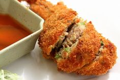 Recipe: Thai Pork Stuffed Chicken Wings: This Stuffed Chicken Wing is called Slab Mon Baok in Thai restaurant. Use medium or large-sized wings to place the pork inside the chicken skin easily. Angel Chicken, Stuffed Chicken Wings, Cola Chicken, Marinated Chicken, Chicken Fajitas, Garlic Chicken, Fast Easy Meals, Easy Dinners, Chicken Wing Recipes