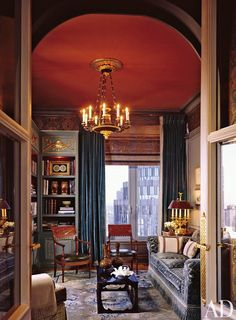 Office/Library by Juan Pablo Molyneux in New York ~ Red ceiling + blue velvet drapes love Best Interior, Luxury Interior, Modern Interior Design, Luxury Decor, Architectural Digest, Home Libraries, Living Room Storage, Neoclassical, Beautiful Interiors
