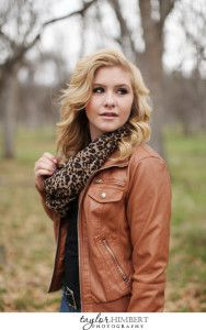 Senior Pictures Ideas For Girls | Senior Picture Ideas For Girls Yreka | Photography by Taylor Himbert