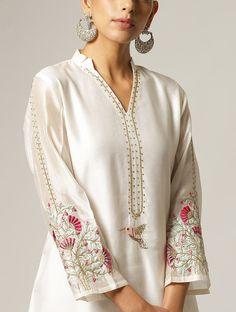 Handmade Embroidery Designs, Kurti Embroidery Design, Pakistani Dresses Casual, Pakistani Dress Design, Kurta Designs Women, Silk Kurti Designs, Embroidered Kurti, Kurta Neck Design, Kurti Designs Party Wear