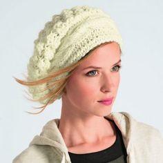 un bonnet tricoté en beige