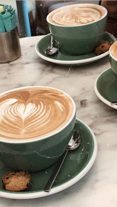 Discover recipes, home ideas, style inspiration and other ideas to try. But First Coffee, I Love Coffee, Coffee Break, Coffee Cafe, Coffee Drinks, Coffee Shop, Cappuccino Recipe, Cappuccino Art, Starbucks