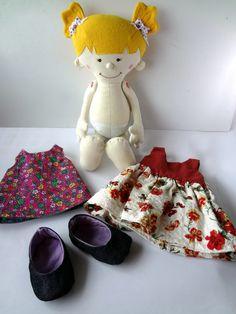 boneca de pano que troca as roupinhas
