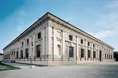 070-HIGH RENAISSANCE ARCHITECTURE, Giulio Romano;  Palazzo del Te, Mantua. 1525 onward. The four exterior façades have flat pilasters against rusticated walls.