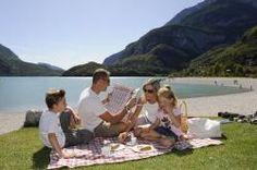 Un estate rilassante tra il Lago di Molveno e le vette dolomitiche del Trentino. Tanti consigli e proposte del Nature Hotel Gloria su www.escursionintrentino.it  #slowtrek #trekking #trentino #dolomiti #passeggiate #lago #lake #LagoMolveno #Molveno #MolvenoLake #Nature #natura #HotelGloria