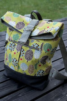 Noodle Head Range Backpack – Purses And Handbags Diy Patchwork Bags, Quilted Bag, Patchwork Patterns, Patchwork Designs, Diy Bag Designs, Bag Pattern Free, Backpack Pattern, Diy Handbag, Craft Bags