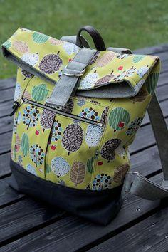 Noodle Head Range Backpack – Purses And Handbags Diy Patchwork Bags, Quilted Bag, Handmade Handbags, Handmade Bags, Diy Pouch No Zipper, Diy Backpack, Backpack Pattern, Diy Handbag, Craft Bags