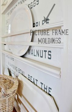 plate racks Want to spruce up your kitchen decor? Try out this easy DIY vintage recipe wall to add a fun element to your plate rack and try something new. Wooden Plate Rack, Plate Rack Wall, Diy Plate Rack, Plate Shelves, Wooden Plates, Plate Racks In Kitchen, Kitchen Redo, Kitchen Shelves, Kitchen Ideas
