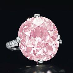 A belle epoque cushion-cut vivid purplish pink diamond ring by Dreicer… Colored Diamond Rings, Pink Diamond Ring, Colored Diamonds, Diamond Cuts, Pink Diamonds, Pearl Diamond, Uncut Diamond, Diamond Pendant, Gems Jewelry