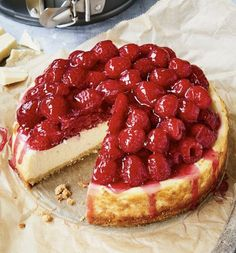 Fluffy cheesecake already tastes wonderful, we have added white chocolate and lots of raspberries on top. Cheesecake # Cheesecake Raspberry cheesecake with white chocolate einfach backen einfachbacken Obstkuchen - Die lecker Easy Cheesecake Recipes, Easy Cookie Recipes, Baking Recipes, Snack Recipes, Dessert Recipes, Grilling Recipes, Chocolate Cookie Recipes, Chocolate Chip Cookies, Healthy Chocolate