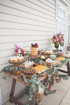 Introduce Vintage Dessert Bars at Modern Weddings Geburtstag. Introduce Vintage Dessert Bars at Modern Weddings Geburtstags Always aspired to learn how to knit, n. Decoration Buffet, Deco Buffet, Rustic Buffet, Dessert Table Decor, Rustic Candy Bar, Outdoor Buffet, Babyshower Dessert Table, Outdoor Dessert Table, Outdoor Party Decor