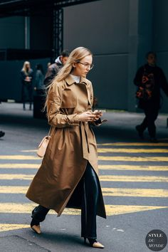 Best Fall Fashion Trends For Women - Fashion Trends Fashion 2020, Fashion Show, Fashion Outfits, Womens Fashion, Fashion Blogs, Street Fashion, Sweat Shirt, Fall Fashion Trends, Autumn Fashion