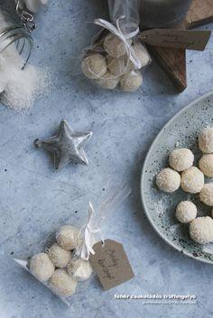 Fehér csokoládés trüffelgolyó – falatnyi kényeztetés az ünnepekkor Stuffed Mushrooms, Eggs, Cheese, Vegetables, Breakfast, Food, Stuff Mushrooms, Morning Coffee, Egg