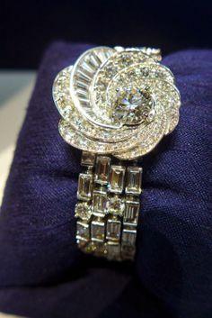 De Beers: Aria, a da beauty bling jewelry fashion