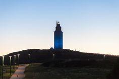 Esta noche la Torre de Hércules se iluminará de azul por el Día Mundial de la Diabetes, a petición del CLUB DE LEONES DE LA CORUÑA DECANO Empire State Building, San Francisco Ferry, Diabetes, Travel, Towers, Museums, Night, Blue, Viajes