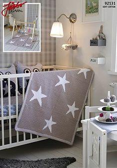 Flot hæklet tæppe med store stjerner og en kontrastkant. Det søde tæppe hækles i Järbo Soft Cotton.
