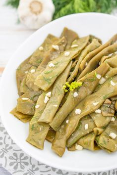 Fasole verde cu usturoi si marar Romanian Food, Dukan Diet, Asparagus, Green Beans, Food And Drink, Healthy Recipes, Meals, Vegetables, Cooking