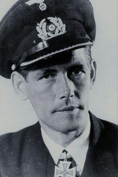 "Kapitänleutnant Friedrich Markworth (1915-1994), Kommandant Unterseeboote ""U 66"", Ritterkreuz 08.07.1943"