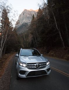 With the Mercedes-Benz GLS in the Californian desert. Mercedes Benz Gl, New Mercedes, Benz S Class, G Class, S Car, Luxury Cars, Dream Cars, Super Cars, Man Stuff