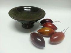 centro de mesa, tomates de árbol. en madera