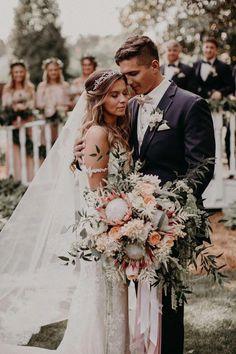 Wedding Pictures This ultra dreamy romantic Atlanta wedding is a boho fairytale Wedding Beauty, Wedding Tips, Boho Wedding, Wedding Events, Wedding Flowers, Wedding Planning, Dream Wedding, Wedding Day, Wedding Dresses