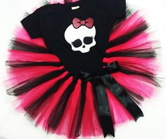 Fantasia Infantil tutu Monster High no Halloween Tutu Dress, Cute Halloween, Halloween Crafts, Festa Monster High, Monster High Party, Draculaura Costume, Birthday Party Decorations, Birthday Parties, Gothic Baby