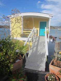 Relaxshacks.com: The Houseboats of Sausalito! EIGHT floating house/home gems!