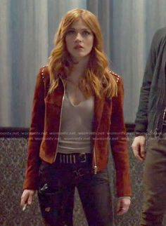 Clary's split-neck top and red suede jacket on Shadowhunters Clary Fray Style, Clary Fray Outfit, Fashion Tv, Fashion Outfits, Shadowhunters Outfit, Red Suede Jacket, Leather Jacket, Hollywood Actress Pics, Looks Teen