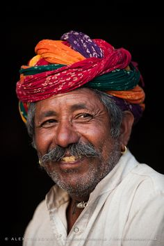 India: Rajastani man with bandhani turban  | Alex Treadway via Flickr