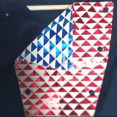 Simone Simon  #plastron #simone_simon_paris #top #reversible #breastplate #lamé #geometric pattern #motif #patterned #printed #iridescent #iridescentprint #madeinfrance #madeinparis #fabriqueenfrance #fabriqueaparis #bleu #rouge #reversionary #colors