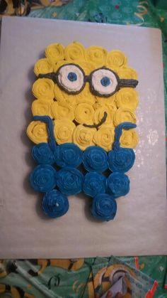 Minions cupcake cake