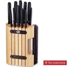 VICTORINOX CEPPO CON 11 PEZZI COLTELLI CUCINA MANICO NERO http://www.decariashop.it/victorinox-coltelleria-cucina/18158-victorinox-ceppo-con-11-pezzi-coltelli-cucina-manico-nero.html