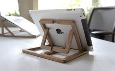 ¿Vertical u horizontal? Es la única pregunta que tendrás que responder al colocar tu iPad sobre este práctico -¡y muy bonito!- soporte.