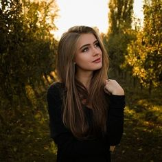 Anna Von Klinski (@annaklinski) • Instagram photos and videos Portrait Photography Poses, Candid Photography, Creative Photography, Photography Ideas, Girl Photo Poses, Girl Poses, Cute Girl Pic, Female Portrait, Hair Styles
