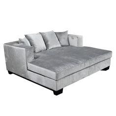 Krogh design har romslig og komfortabel daybed i champagne farget cotton velvetstoff. Den finnes også i fargen sand og varm koksgrå. Avtagbart trekk.