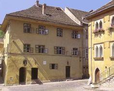 "Vlad Tepes ""Dracula"" was born in this house in Sighisoara Vampire Photo, Vampire Love, Famous Vampires, Order Of The Dragon, 30 Days Of Night, Dracula Castle, Elizabeth Bathory, Vlad The Impaler, Dragon History"