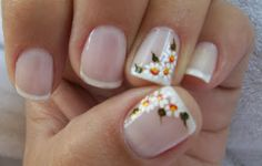 Francesinha com flores Great Nails, Cute Nails, Mani Pedi, Manicure And Pedicure, Nagel Bling, Cute Nail Art Designs, Sour Cream And Onion, Spice Jars, Bling Nails
