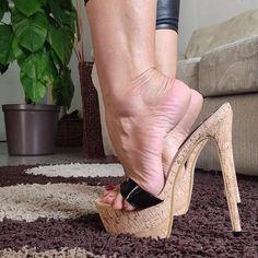 Sexy Legs And Heels, Sexy High Heels, Strappy Heels, Shoes Heels, Beautiful High Heels, Gorgeous Feet, Feet Soles, Women's Feet, Wooden Sandals