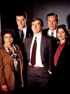 Epatha Merkenson, Sam Waterson, Jill Hennessy, Chris Noth and Jerry Orbach - Law & Order Criminal Shows, Jill Hennessy, Jerry Orbach, Chris Noth, Detective Shows, Great Tv Shows, Law And Order, Hollywood Actor, Music Tv