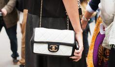 Die schönsten Taschen der Welt - Chanel - Gesehen während der Pariser Fashion-Week: Chanel Flap Bag in Schwarz-Weiß.