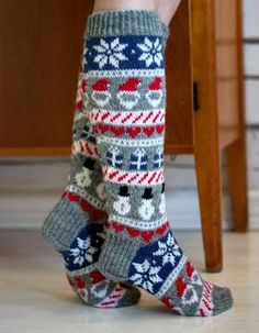 Knitted christmas socks / Jouluvillasukat by Pariton rasa Crochet Socks, Knitting Socks, Baby Knitting, Knitted Hats, Comfy Socks, Argyle Socks, Knitted Christmas Stockings, Christmas Knitting Patterns, Winter Socks