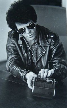 Lou Reed: The Velvet Underground frontman not only pioneered guy-liner, but customised the leather jacket to the iconic rock-rebel status it holds today. The Velvet Underground, Southampton, David Bowie, Chelsea Girls, Idole, Music People, Thing 1, Music Icon, My Favorite Music