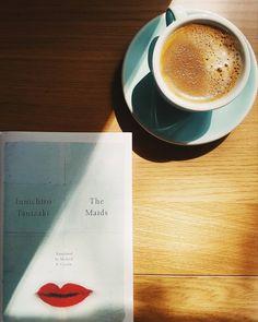 Książka pod kolor filiżanki czy filiżanka pod kolor książki?  #tanizaki #turkus #maids #junichirotanizaki @ndpublishing #usta #kawa #czytamy #czytambolubie #czytam #terazczytam #książka #książki  #vzcopoland #books #book #read #reading #reader #instagood #czytanie #polskaczyta #sobota #instagramczyta #czytaniejestsexy #piąteczek #wargi #japanesewriting