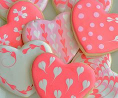 Our favorite recipe for strawberry cupcakes, topped with sugar cookie hearts! The perfect Valentine's Day dessert. Fancy Cookies, Iced Cookies, Cute Cookies, Royal Icing Cookies, Sugar Cookies With Icing, Royal Frosting, Royal Icing Sugar, Pink Cookies, Vanilla Cookies