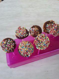 Cakes pops http://fabricoletout.blogspot.com