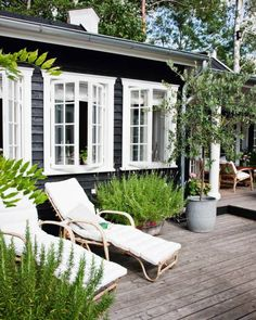Sommerhusstil – Danish summer cottage style - All About Exterior Paint Colors, Paint Colors For Home, House Colors, Exterior Design, Siding Colors, Paint Colours, Black Exterior, Wall Colours, Muted Colors