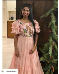 Party Wear Long Gowns, Party Wear Indian Dresses, Indian Gowns Dresses, Indian Fashion Dresses, Long Gown Dress, Long Frock, Anarkali Dress Pattern, Dress Patterns, Simple Anarkali