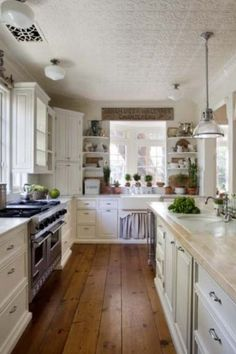 Beautiful Kitchen to cook and bake in!